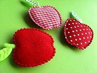 Apple-shaped fridge magnets. Photo: flickr.com/photos/onthedotcreations