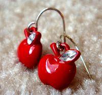 Apple-themed earrings. Photo: flickr.com/photos/littledebbie11